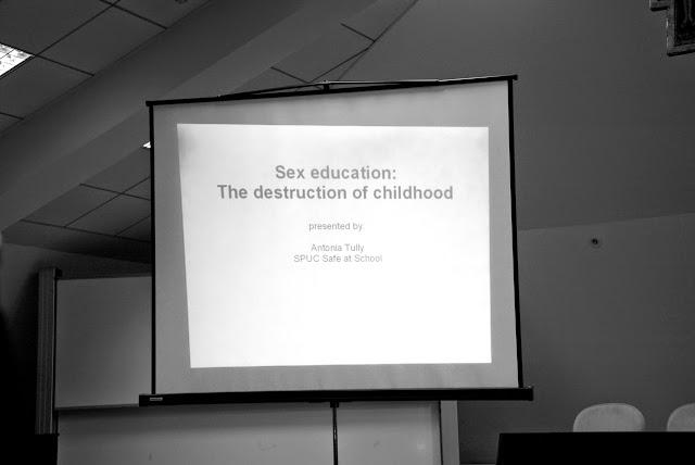 Antonia Tully - Educatia sexuala in Marea Britanie 000 - (2)