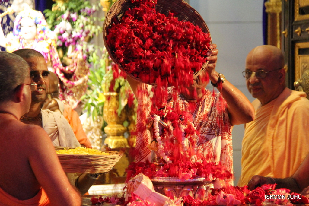 ISKCON Juhu Janmashtami Maha Abhishek on 25th Aug 2016  (36)