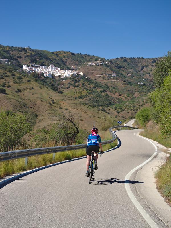 Asfalt impecabil, munti, orasele albe, ce poti sa-ti doresti mai mult?