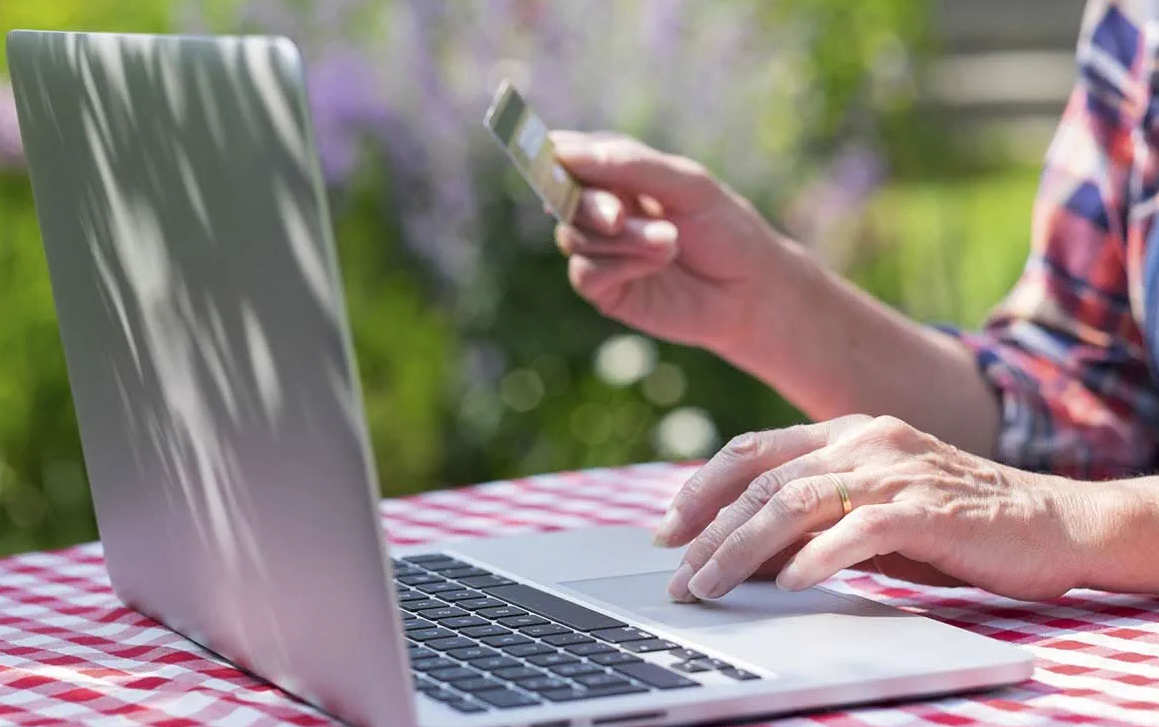 Top 3 Tips to Nab the Best Online Deals This Year