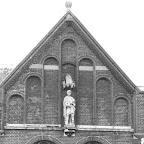 1911 Beeld van St Martinus in topgevel.jpg