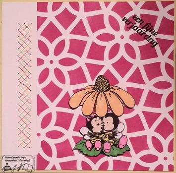 2 bijen onder de bloem 1