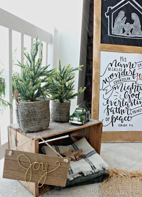 [winter+Christmas+porch+outdoor+ideas%5B3%5D]