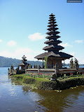 Pura Ulun Danu, temple at lake Bratan (© 2009 Bernd Neeser)