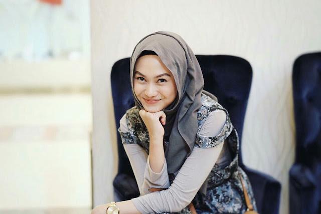 5 Blogger Tercantik Di Indonesia - indah nada puspita