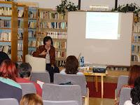 12 A továbbképzés egyik mozzanata az Ipolysági Városi Könyvtárban.jpg