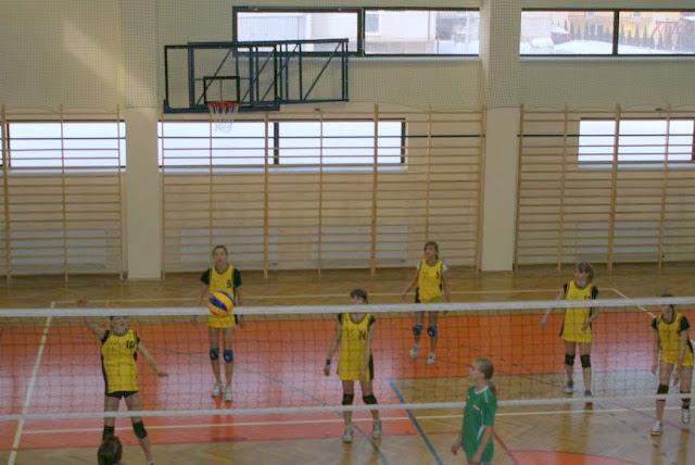Zawody siatkarskie dziewczat 1 marca 2011 - DSC09342_1.JPG