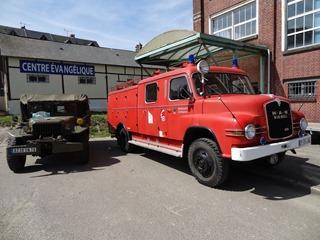 201605.05-018 Jeep et camion de pompiers
