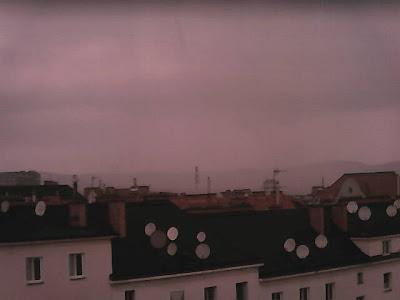 Aktuell ein heftiger Regenschauer über Wien-Favoriten! #Wetter #Wien #Regen