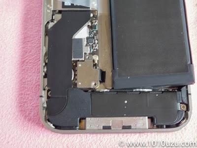 端子を取りつけてからバッテリーを収めるのが効率的