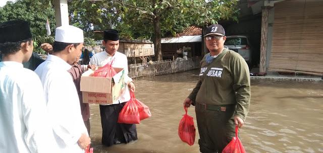 Forum Komunikasi Majlis Taklim (FKMT) Babelan  Beri Bantuan Banjir
