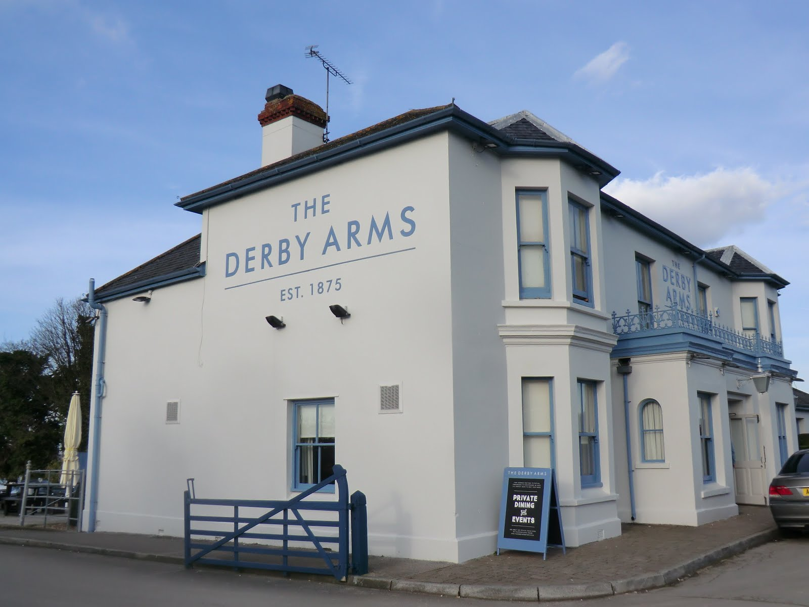 CIMG3692 The Derby Arms pub, Epsom Downs