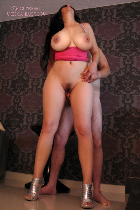голые с широкими ногами фото