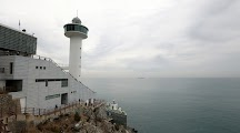 The Yeongdo Lighthouse, which is located in Taejongdae natural park, still guide ships and vessels from all over the world to reach the bustling port of Busan.