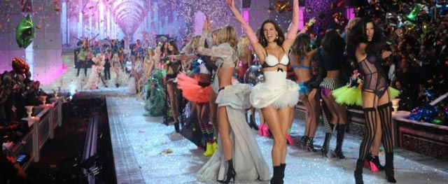 Victoria's Secret Fashion Show - Superhero theme