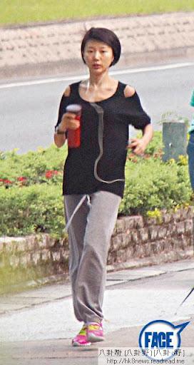 梗係聽阿媽講得多「女人唔補好易老」,馬賽勤做運動,又自備暖水壺戒絕凍飲,好識保養喎。