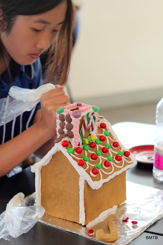 Gingerbread Houses by Baking Makes Things Better (2)