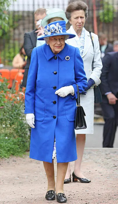 The Queen and Princess Anne Enjoy Mother-Daughter Outing in Scotland
