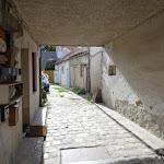 Rue de l'Eglise : passage sous une maison