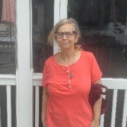 user Susan Crovo apkdeer profile image