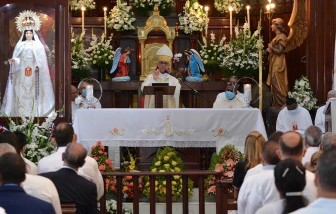 """Obispos denuncian """"derroche"""" de algunos ministros"""