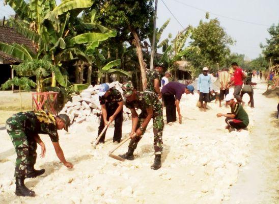 program pavingisasi jalan di Dusun Karasan, Desa Waruk Tengah, Kecamatan Pangkur, Kabupaten Ngawi