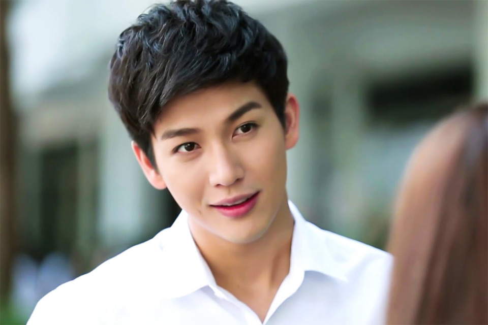 Nam thần Thái Lan Puttichai Kasetsin đẹp trai