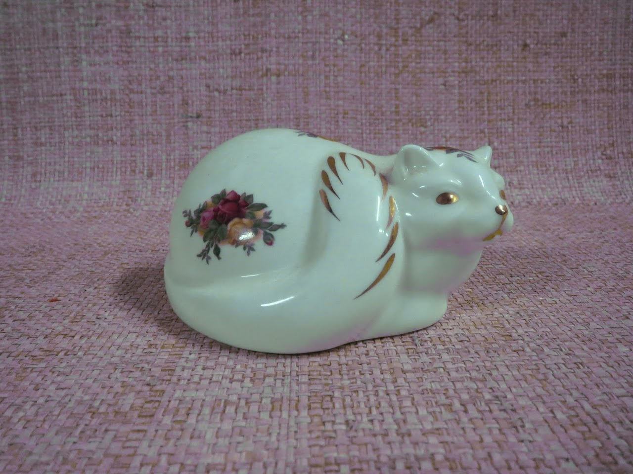 Royal Albert 'Old Country Roses' Sitting Cat