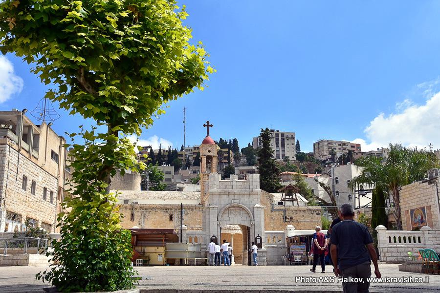 Перед православной церковью Благовещения в Назарете. Экскурсия гида в Израиле Светланы Фиалковой.