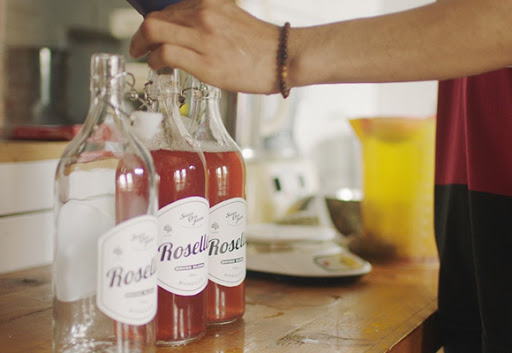 Bottling rosella jamu