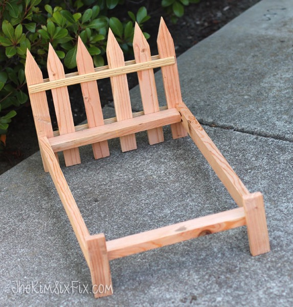 Picket fence bed frame