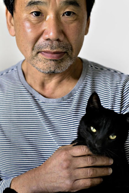 Murakami Haruki and a black cat