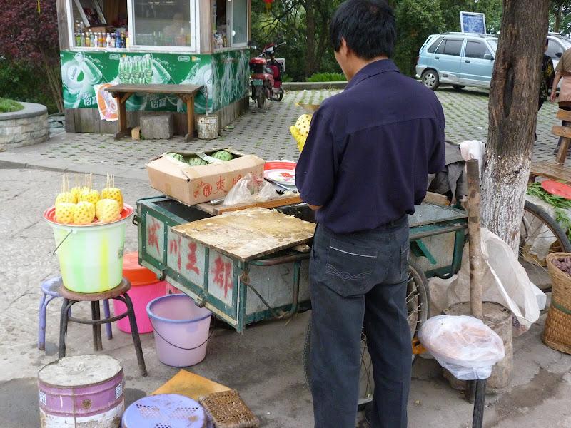 en pleine poussière....A Taïwan, ils sont protégés dans un sac plastique