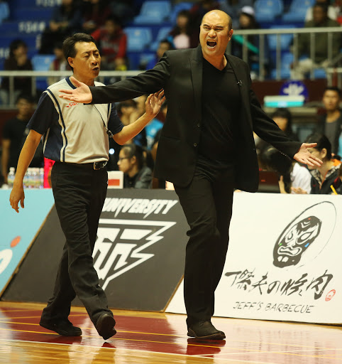 裕隆教練魏永泰(右)。(籃協提供)