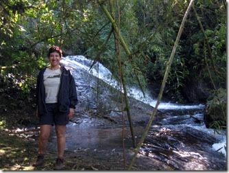 cachoeira-do-pacau-queda-meio-da-trilha