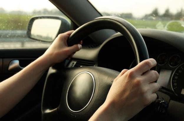 Tips Mengemudikan Mobil untuk Pemula kemudi mantap