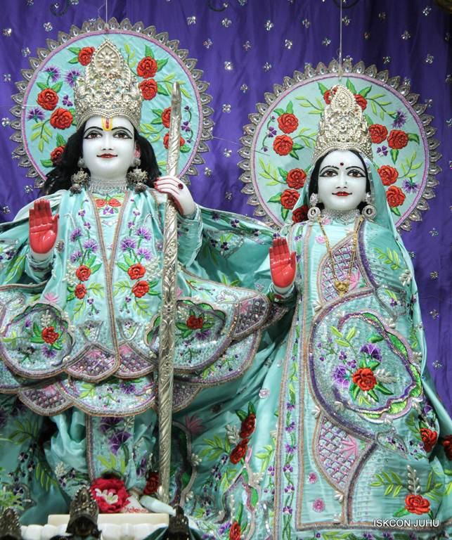 ISKCON Juhu Mangla Deity Darshan 17 Dec 2015 (27)