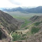 Le vallon de Kadzi Say : vue vers le Sud et la chaîne du Terskey Alatau, 14 juillet 2006. Photo : E. Zinszner
