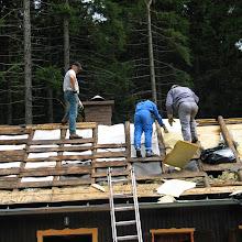 Delovna akcija - Streha, Črni dol 2006 - streha%2B088.jpg