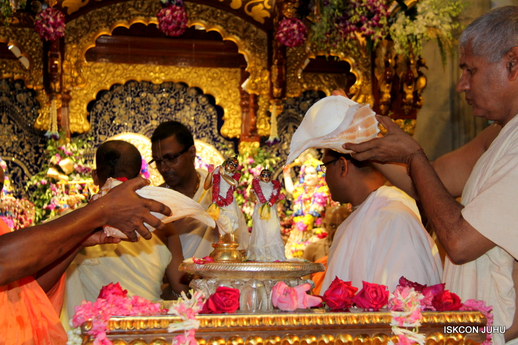 ISKCON Juhu Janmashtami Maha Abhishek on 25th Aug 2016  (5)