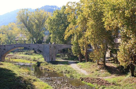 Pont Vell de Sant Llorenç de la Muga.jpg