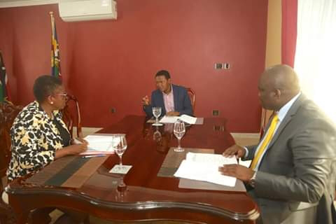 Machakos Governor Alfred Mutua with his county executive discussing on locusts menace. PHOTO | BMS