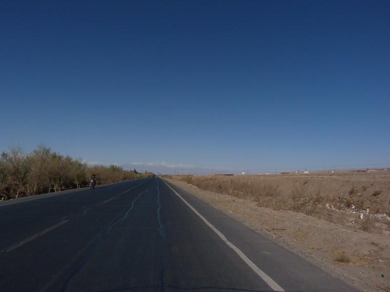 XINJIANG. Karakoram Highway, lune des plus haute route au monde, en passant a 4400 m - P1280440.JPG