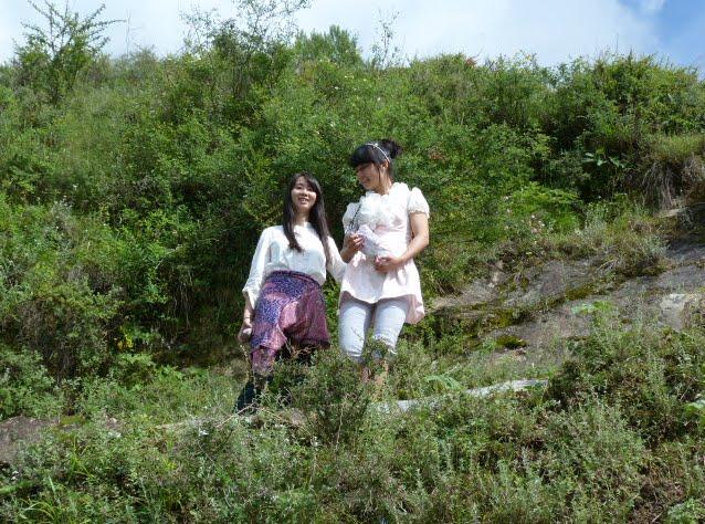 on a marché environ 5 heures tous les trois dans le village de Siao Ping.super guide.très belle après- midi.
