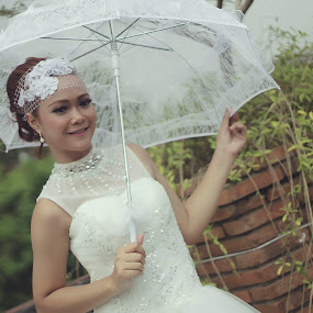 umbrella by Iwan Setiawan - People Fashion