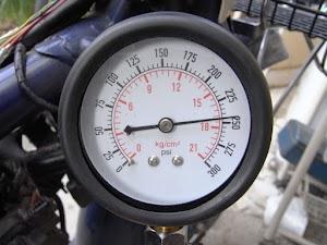 コンプレッションゲージで圧力測定