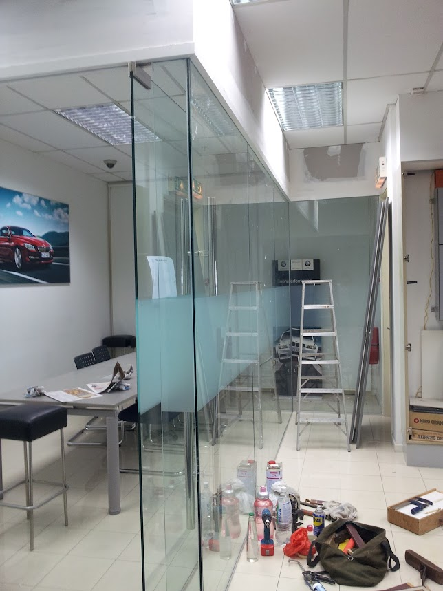 installed tenpered glass partition