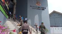 Perangi Covid 19, Brimob Polda Aceh Bersama Tim Gabungan Semprot Disinfektan