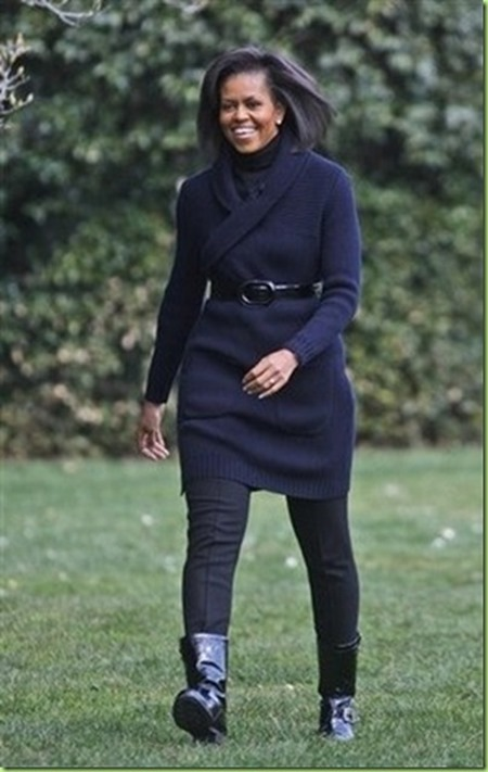 michelle-obama-walking-garden_thumb[2]