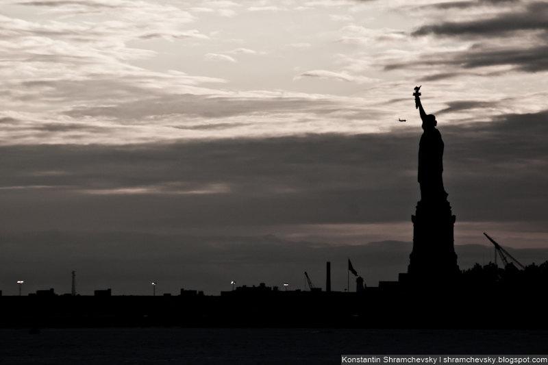USA New York Manhattan Liberty Statue Airplane США Нью Йорк Статуя Свободы Самолет